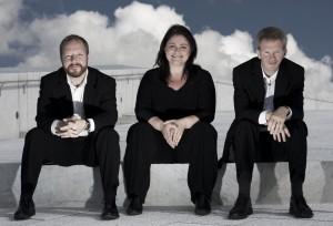 Grieg_Trio_Operaen_2008_sitting_skies.jpg