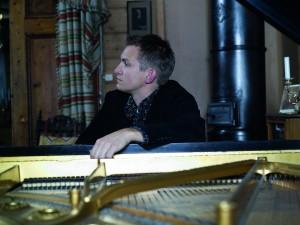 Sigurd_Slattebrekk_by_Grieg_piano_Photo_Thor_Brodreskift.jpg